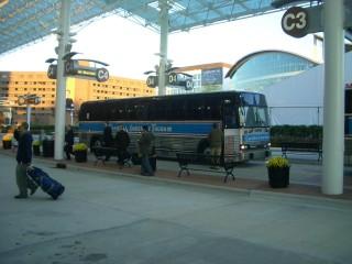毎朝ホテルからの送り迎えをしてくれる無料バス