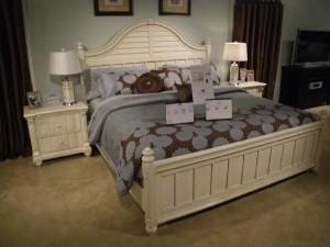 ベッドルーム家具も意外に種類豊富です
